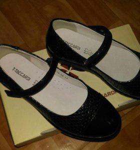 Туфли для девочки.Новые 34 р.(переросли)