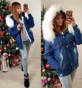 Джинсовая зимняя куртка с белым мехом