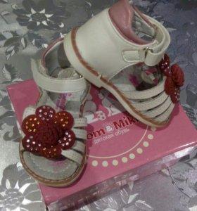 Босоножки+туфли в подарок 2пары