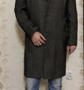 Классическое драповое мужское пальто