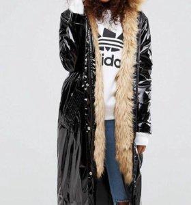 Пальто виниловое с мехом