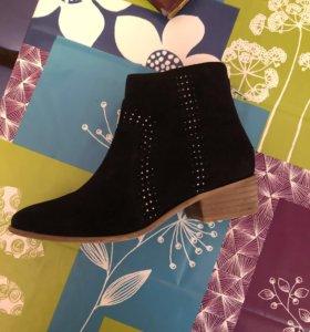 Новые ботинки из натуральной замши