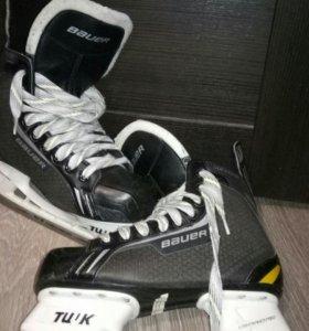 Коньки хоккейные Bauer.