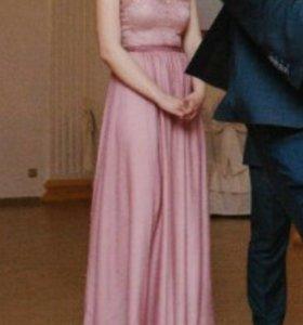 Бледно-розовое вечернее платье