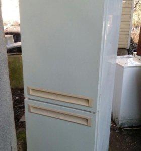 Продается холодильник ( на запчасти или ремонт)