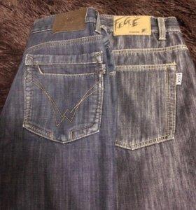 Мужские джинсы 32 размера.