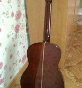Гитара в очень хорошем состоянии. Чехол. Подставка