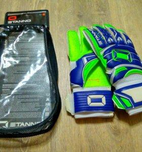 Вратарские перчатки Stanno