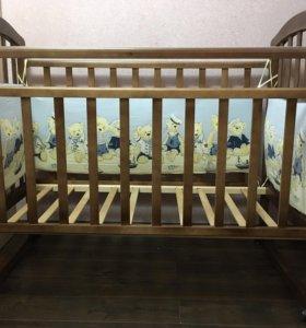 Кроватка детская, комодик-пеленальный стол