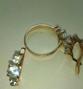 Золотые серьги и кольцо с голубыми топазами