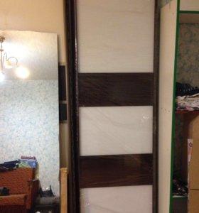 Зеркальные двери купе (шкаф)