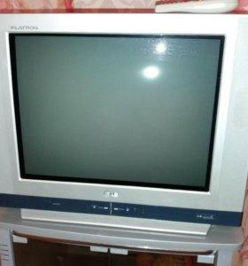Телевизор и тумбочка под ТВ