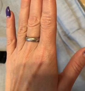 Кольцо из платины с бриллиантом