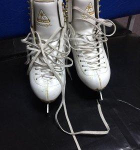 Фигурные коньки белые Jackson Freestyle