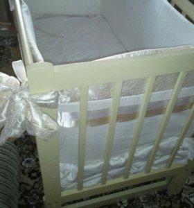 Детская кроватка с бортиками и балдахином