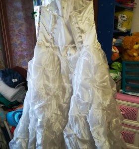 Продам свадебное платье и накидку.