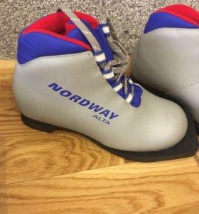 Детские лыжные ботинки р 33