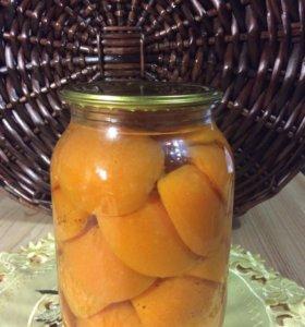 Консервированные абрикос и слива