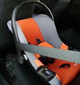 Детское кресло-люлька для авто.
