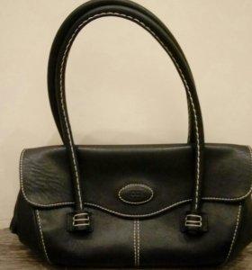 Черная сумка, маленькая.