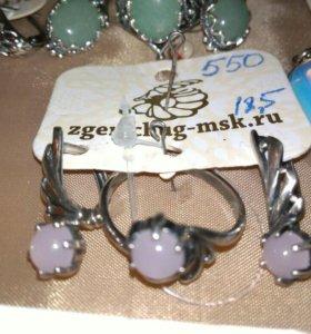 Кольца и серьги со вставками из натуральных камней