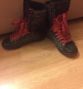 Ботинки на девочку размер 35-36