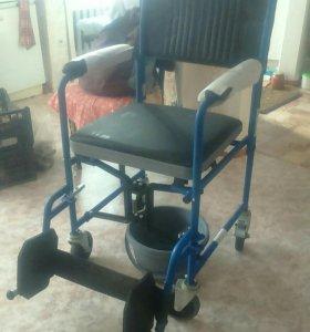 Кресло-стул с санитарным оснащением с колесами