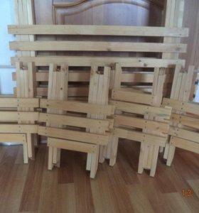 Деревянные столы и табуретки