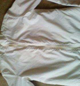 Белая курточка на девочку