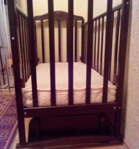 детская кроватка-маятник+ матрас