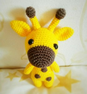 Игрушки. Жирафик. Яркие вязаные игрушки.