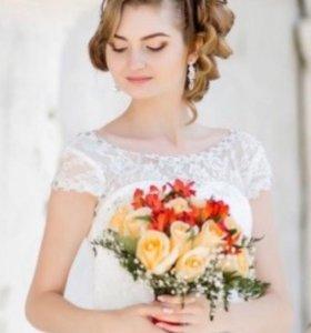 Свадебное платье с украшениями