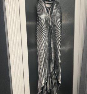 Вечернее, серебряное сверкающее платье