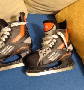 Полупрофессиональные хоккейные коньки 40р.