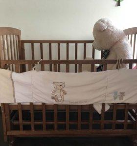 Детская кроватка с матрасиком