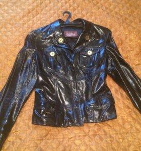 Продается курточка из лаковой кожи