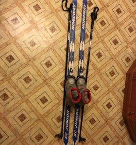 Комплект лыжи,палки и утеплённые ботинки