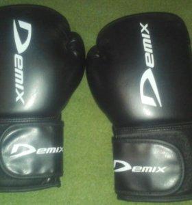 Перчатки боксерские. Щитки для кигбоксенга