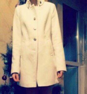 Пальто в хорошем состояние.