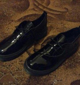 Туфли черные лакированнве