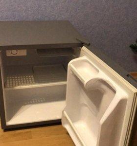 Продам мини холодильник Daewoo