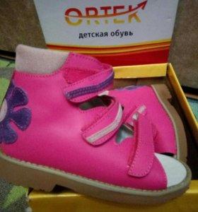 Ортек новые босоножки сандали