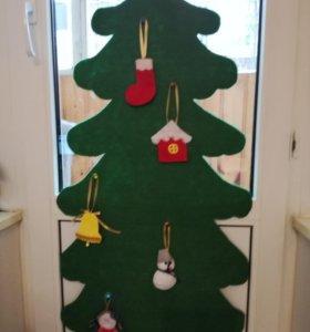 елка с игрушками из фетра