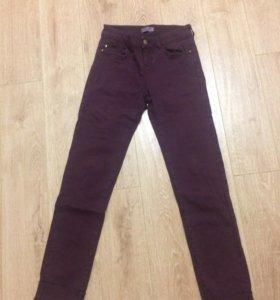 бордовые узкие джинсы