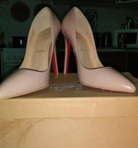 Новые туфли лабутены