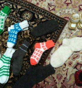 Шерстяные носки и шарфы