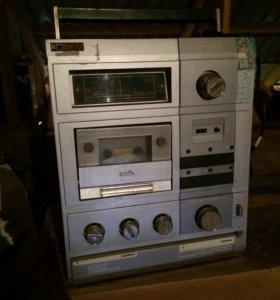 Магнитофон «Комета»кассетный
