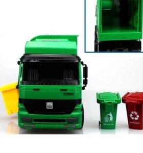 Машина мусорная с контейнерами