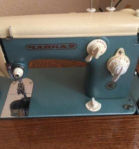 Швейная машинка Чайка-2