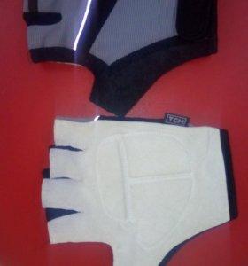 Новые перчатки TCM